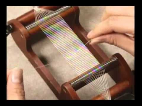"DIY - Tutorial Video from Miyuki how to loom using the ""Pray and Pull"" finishing technique (in Japanese). Very clear visual instruction."