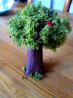 """5-minutes-DIY... Ein kleiner gute-Laune-Baum aus Pappmaché und Moos! Happy little tree made of papier-mâché and moss! Alberello magico!  alberello di cartapesta e muschio! Joyeux arbre """"bonne humeur""""! petit  arbre en papier mâché et mousse."""