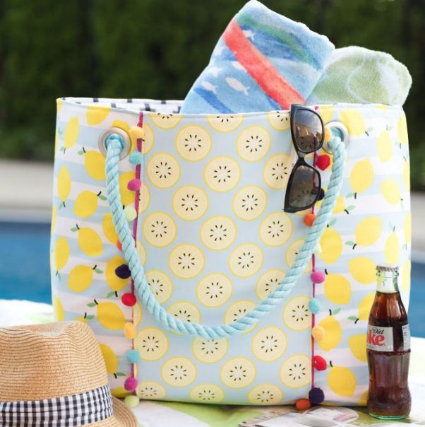 Big Beach Bag Tutorial   Sew this oversized beach bag for your next summer sewing project!