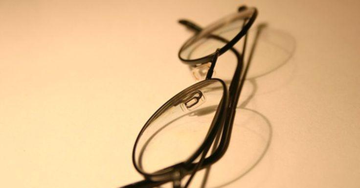 Lentes Ovation vs. Varilux . Los bifocales no lineales, o lentes progresivas, están disponibles en muchas marcas y modelos diferentes. Estas lentes están diseñadas en base a la tecnología específica de cada compañía. Varilux es una familia de lentes progresivas hecha por Essilor.