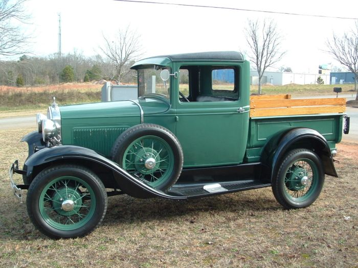 1930 Ford Model A - This is the same year truck that I used to own.  I miss it!