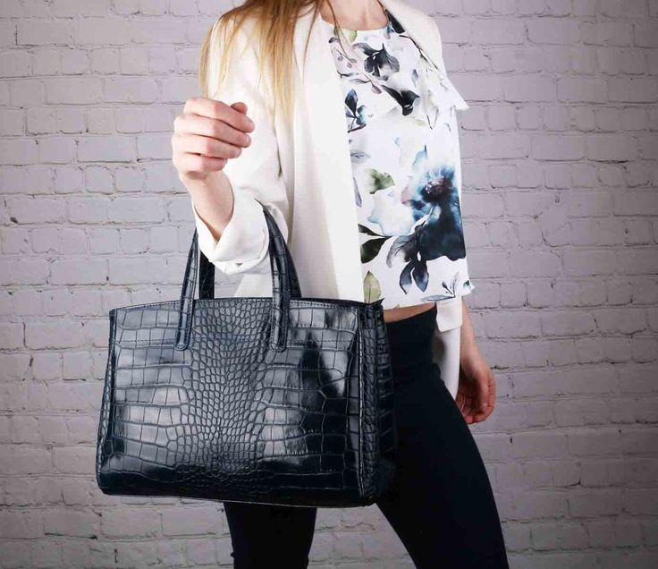 Líbí se vám tato rozkošná kožená kabelky Rachel. Nám rozhodně ano a doporučuji pro udržované dámy ..  #emotys #emotyscz #dnesnosimcz