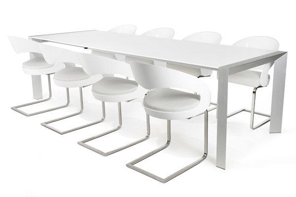Een ideale eettafel voor de moderne interieur. Met een eenvoudige handbeweging transformeert u de eettafel tot een eettafel voor uw gasten. Waar u lang kunt natafelen. Onze design stoelen Almelo en Epse passen hier perfect bij