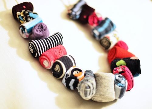 Tutorial per realizzare un collana con le stoffe di riciclo - Scritto da Elena di MOStracci per ABCBlog
