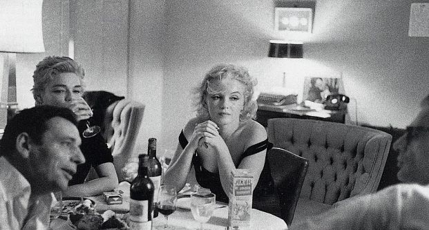 Marilyn and Arthur host a dinner party for Yves Montand and Simone Signoret