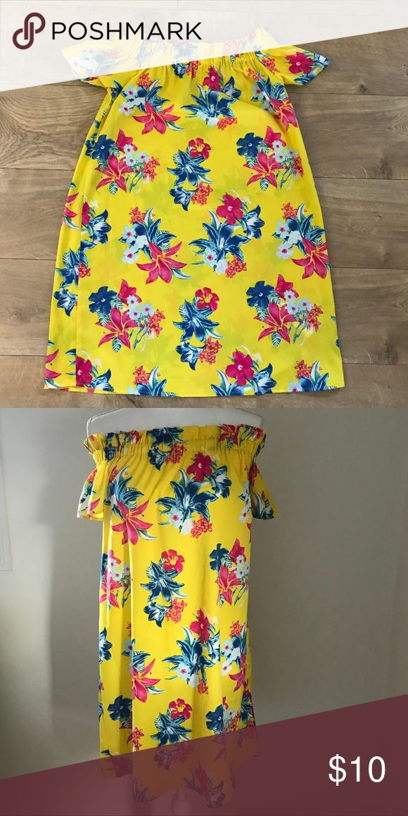 Primark Off The shoulder dress Yellow floral dress Off the shoulder  Size small I bought this dress for a summer trip but didn't end up wearing it and I probably won't.  WILL TRADE 💁🏼😀🔁 primark Dresses