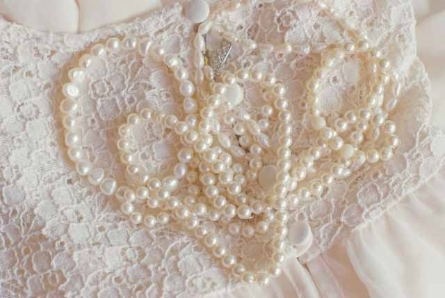 I don't know what it is about lace and pearls.....they just seem so timeless...LOVE