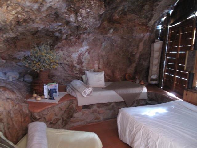 Makkedaat Caves | Baviaanskloof self catering weekend getaway accommodation, Eastern Cape | Budget-Getaways South Africa
