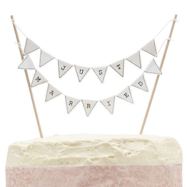 Splendide petite guirlande décorative pour le gâteau des mariés. Guirlande réalisée avec de petits drapeaux triangulaires en coton avec les lettres énonçant «Just Married».