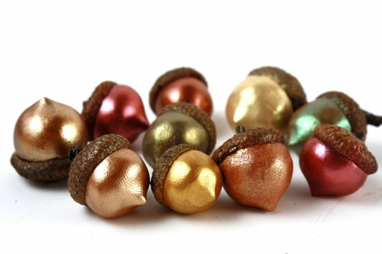 super cute metallic acorns - I just bought some wooden ones..I like these better! darn!