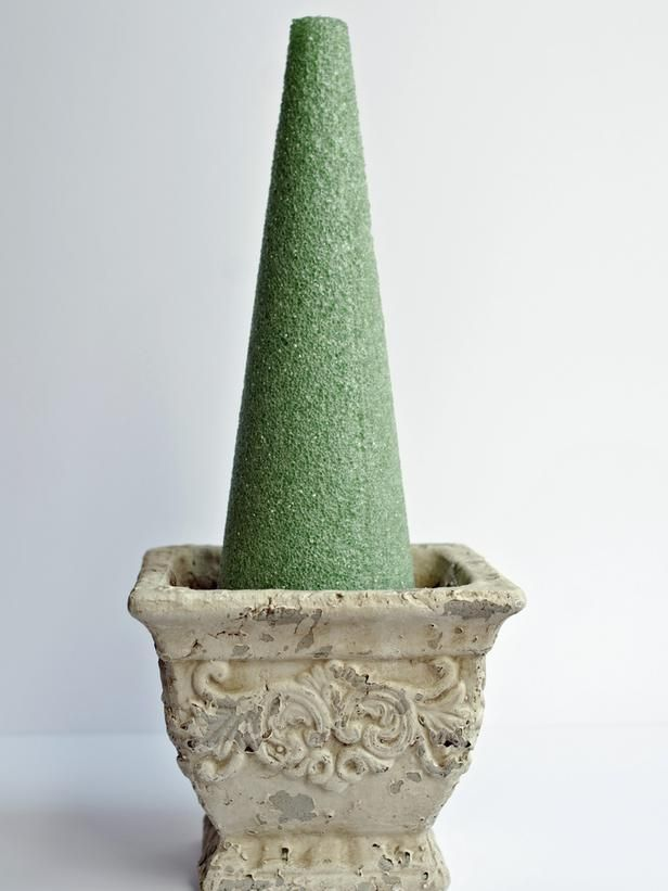 How to Make Boxwood Christmas Topiaries : Decorating : Home Garden Television