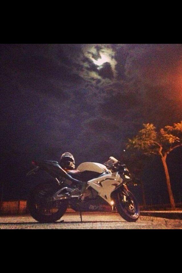 Foto moto molto mistica