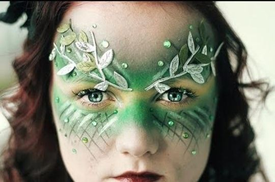 Halloween schminke kinder wald fee grün idee                                                                                                                                                                                 Mehr