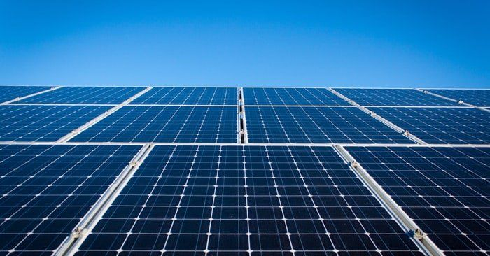 How To Build A Totally Self Sustaining Home Shtfpreparedness Solar Panels Solar Solar Panel Installation