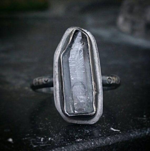 Ruwe Quartz Ring met geoxideerd Sterling zilveren Ring, Crystal Quartz Ring, Raw Crystal Ring, Quartz Zilver Ring, dunne Ring Zilver, maat 6,5
