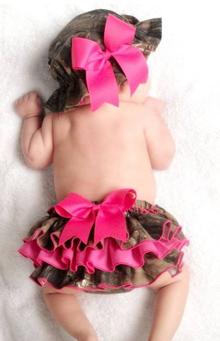 Pink camo baby diaper cover with ruffles and baby camo hat.  LOVE this!