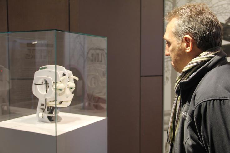 Blogger Andy Jarosz (@501places) depresses a robot at the Copernicus Science Centre!