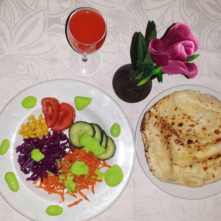 «Soirée avec #mygirls au restau #indien  oui ça n'est que l'entrée  #miam #naan #naanaufromage #foodporn #love #shalimar #augny»