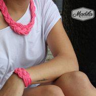 — – Nous contacter pour les commandes de sac à main personnalisé — —  Technique : Fils de Tshirt au crochet  Matériel : 92 % coton 8 % de fibres élastiques  Ce beau sac à main est entièrement fait à la main, à l'aide de fil de Tshirt, tricot et le crochet.  Les couleurs de ce joli sac à main, en font un sac à main idéal pour l'automne.  Si vous souhaitez une autre couleur, sil vous plaît nous contacter ici : info [! à] madilahandmade.com  Nous pouvons le personnaliser et faire juste pour…