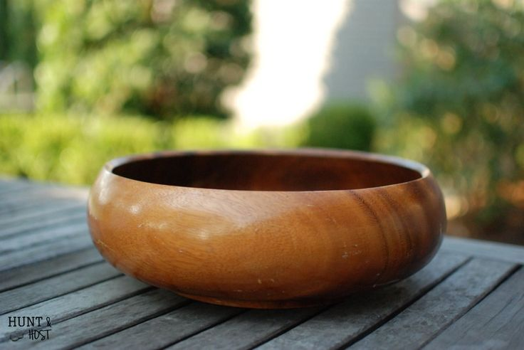 I love to junk and one thing I see over and over is wooden salad bowls. When I scored this beauty for $1 I knew it had a special makeover coming it's way! I dec…