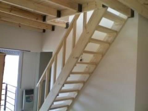 Altillos escaleras barandas entrepisos de madera pergolas for Escaleras de madera sencillas
