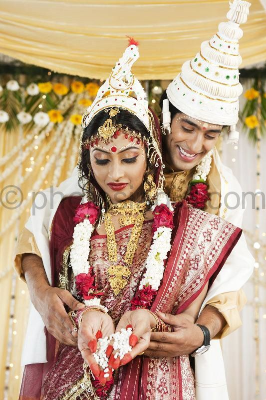 Taking Vows In A Bengali Wedding