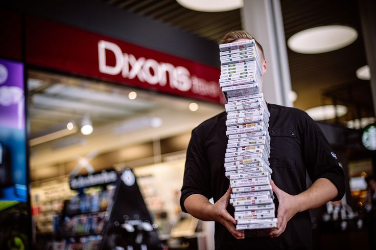 Dixons handed out 100 free Nintendo DS-games to the travelers in July.