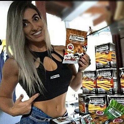 NOSSA LINDA ATLETA E MUSA FITNESS ALINE ANTIQUEIRA COM OS PRODUTOS ALL PROTEIN  All Protein Sempre me deixando abastecida de cookies e snacks proteicos 😋😋😋😋😋😍 . . ❤️😋Cokkies e Snacks proteicos❤️😋 . Os Snacks All Protein são crocantes, saudáveis e uma ótima fonte de proteínas de alta qualidade, Whey Proyein (35g por embalagem), possuem baixo teor de sódio, são ricos em fibras proporcionando saciedade e apresentam baixo teor gordura e carboidratos. Uma novidade ...