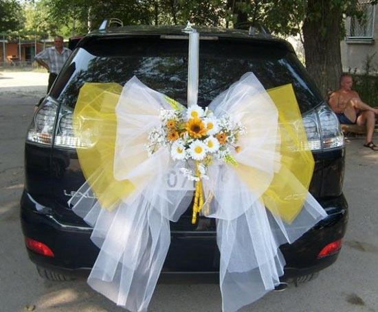 White and yellow bow to decorate your car for your wedding day  wedding-car-decorations-5
