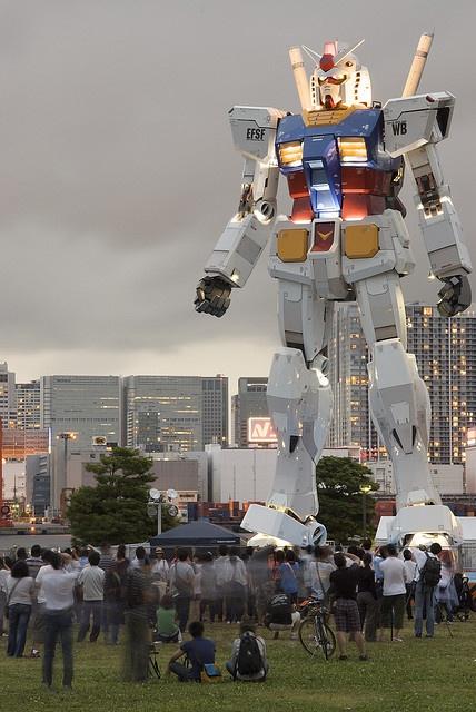 "giant life-sized Gundam RX-78 (currently in DiverCity Shopping Center - http://www.divercity-tokyo.com/en/), Odaiba ( お台場 ) / Minato ( 港区 ), Tokyo ( 東京 ), Japan ( 日本 ) [exact address ... 1-1-10 Aomi, Koto-ku, Tokyo] photo by ""AppuruPai"" on Flickr.com - 20June2009"