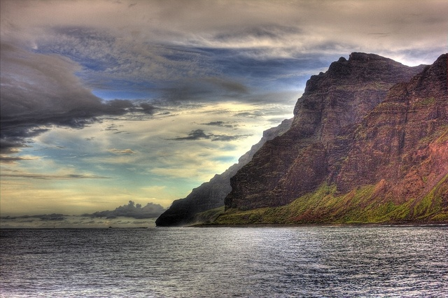 The weather in Kauai broke just long enough for us to take a beautiful sunset dinner cruise along the Na Pali Coast. It was a little cloudy at times and was spitting rain on us a bit too so we may have missed out on some of the brilliant colors of th Visit, see, travel or tour in Hawaii. Wish you could go there too? imagine yourself making USD1000 a DAY! yes, per day! visiting these places are no longer a dream. click the picture, enter ur email address, and watch the video.