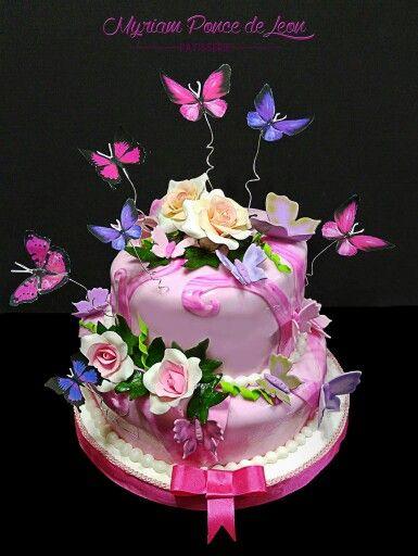 Torta inclinada de 2 pisos con mariposas y rosas de azucar