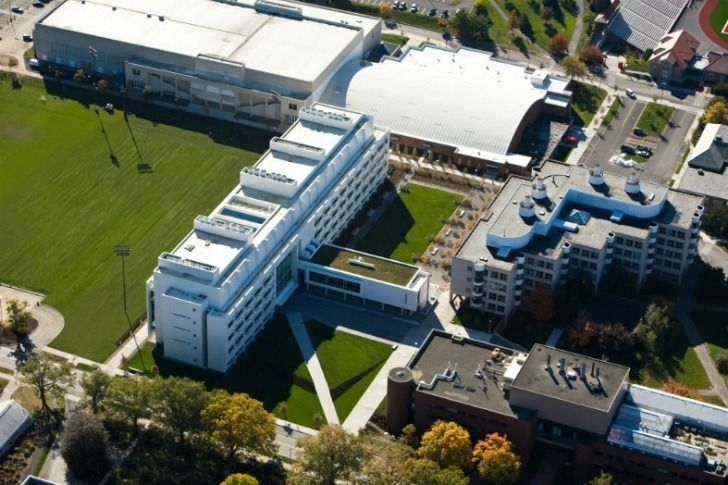 Cornell-Weill-Hall-Richard-Meier-4.jpg 728×485 pikseli