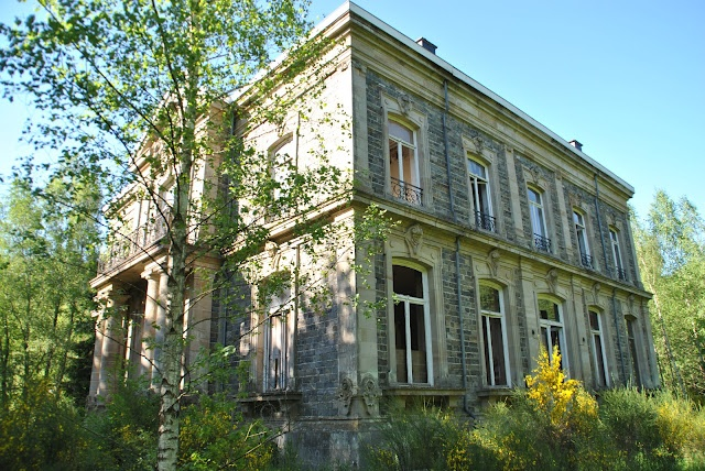 Late 19th Century chateau - empty