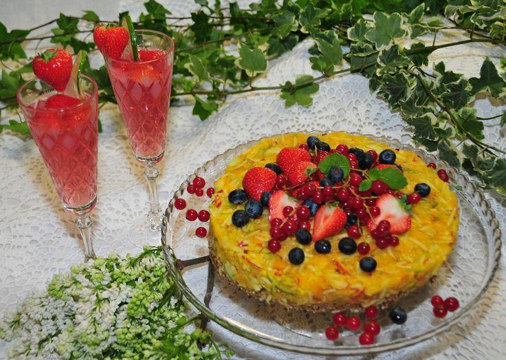 Kesäkahvila Kapusiini, Raparperijuoma ja Aurinkoinen raakaravintokakku, #rhubarb #drink #apple #orange #rawcake #rawfood