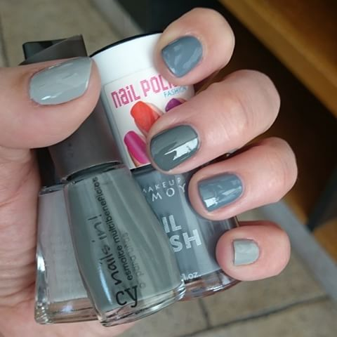 Grises everywhere 😍 🔹Gris Glam #esika 🔹Nro 3-06 #cherimoya 🔹Grey In #cyzone  #gris #grey #manicure #uñas #nails #nailpolish
