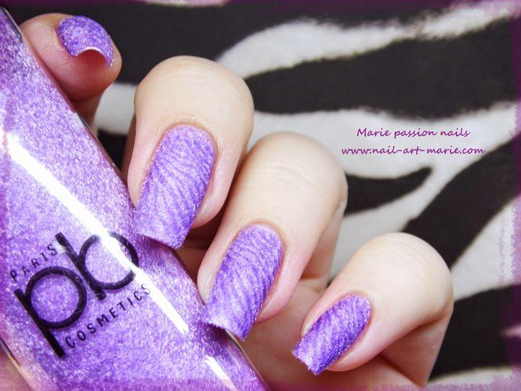 http://www.nail-art-marie.com/2014/09/video-nail-art-zebre-violet.html