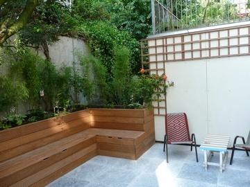 Ideetje voor gans rond terras bankjes/bloembak