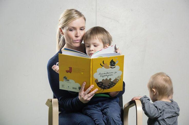 """Matleena Kantola: """"Sylissä lukeminen tekee hyvää lapselle ja aikuiselle"""""""