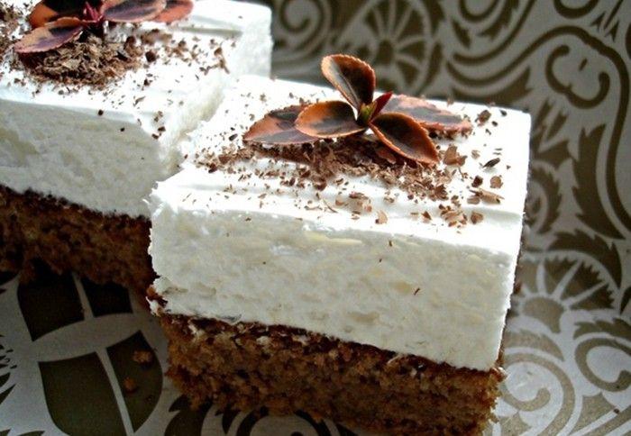 Jeden z jednoduchých osvěžujících koláčů, který připravíte velmi rychle. Šťavnatý a sladký.