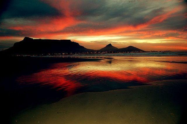 Table Mountain Sunrise by Gabriel Passarelli