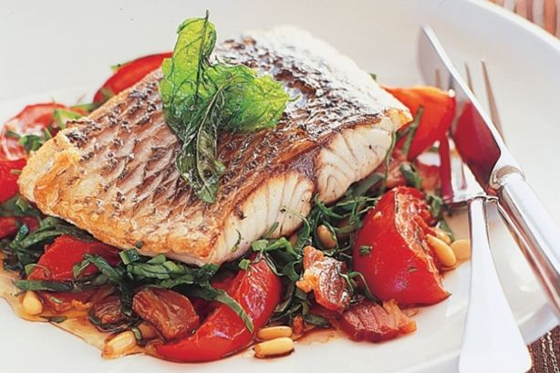 Vine-ripened tomatoes and baby spinach salad with barramundi fillet