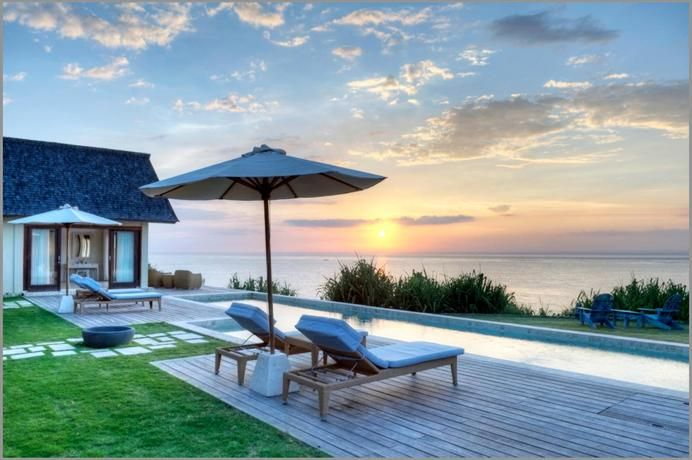 OopsnewsHotels - Casa Del Mar Nusa Lembongan. Casa Del Mar Nusa Lembongan is a luxurious, oceanfront property perched on the Sunset Beach cliffs of Nusa Lembongan. Guests also have access to free Wi-Fi and on-site parking.   Casa Del Mar Nusa Lembongan boasts indoor and outdoor living spaces, including a lounge/dining area adjacent to the fully-equipped kitchen and a gazebo overlooking the large private pool. In fine weather, an outdoor terrace provides an ideal place to relax.