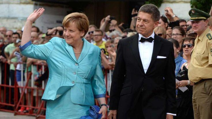 Schock in Bayreuth: Angela Merkel – Kollaps! http://www.bild.de/politik/inland/angela-merkel/kanzlerin-bricht-zusammen-41949268.bild.html