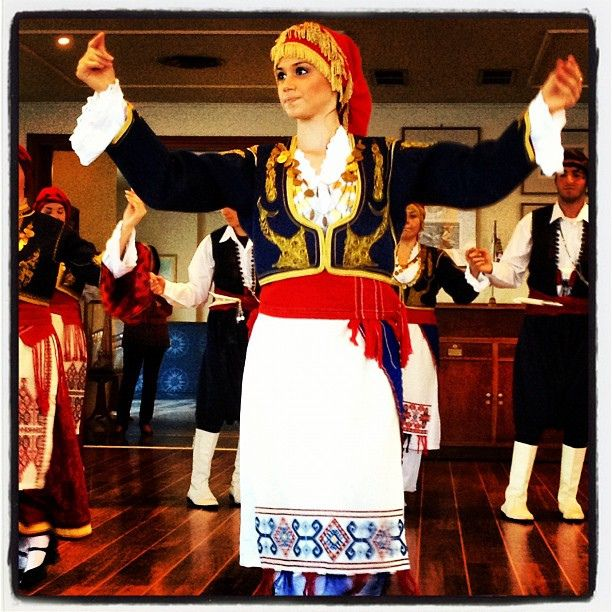 Traditional Cretan dance via Flickr.