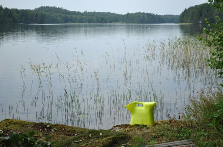 SaSa-satulasanko menossa kalaan! Valmistettu elintarvikelaatuisesta muovista. Made in Finland. Design Kitta Perttula.  SASA saddle bucket available in one of magnificent color (lime).