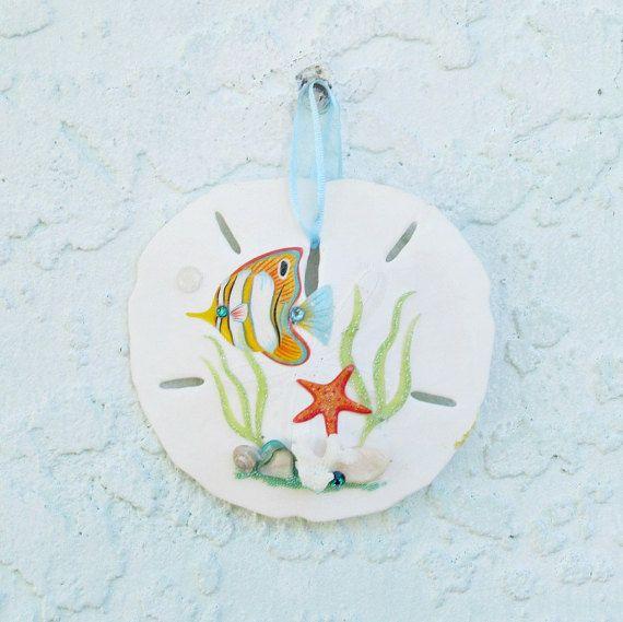 Ornamento del dólar de arena pez ángel turquesa y blanco