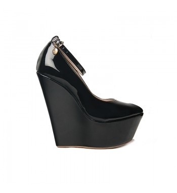 Widge open toedecolletes in pu patent leather with ankle band.  http://shop.mangano.com/en/shoes/16506-envy-vernice-nera.html  #fashion #shoes