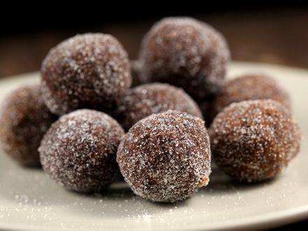 100 gr biscuiti simpli, 50 prune uscate fara sambu...