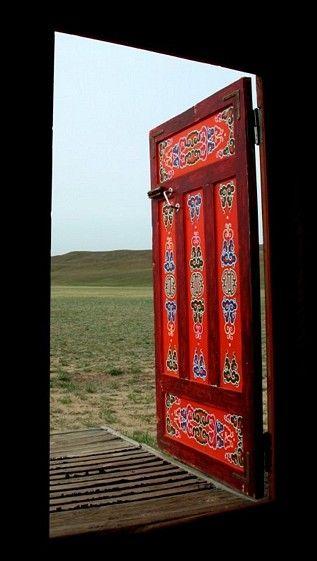 A Mongolian hand-painted doorRed Doors, The Doors, Beautiful Mongolian, Doorsdoor Knockswindow, Painting Doors, Front Doors, Beautiful Doors, Gers Doors, Beautiful Portal